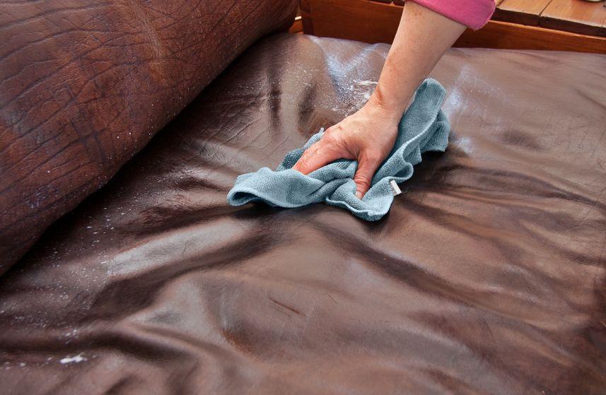 Чем вывести пятно на диванов фото